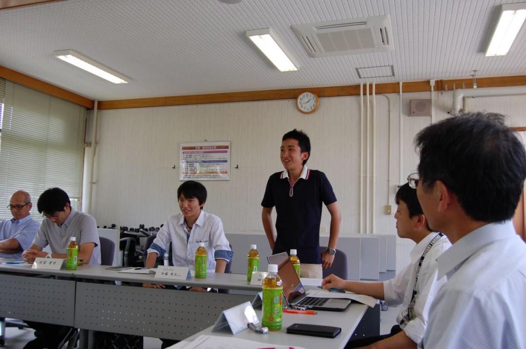 学生会長(中央)と副会長(左側)